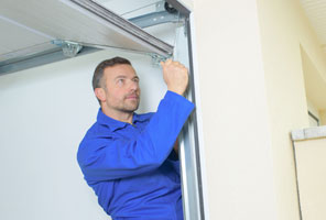 Garage door technician Bayonne